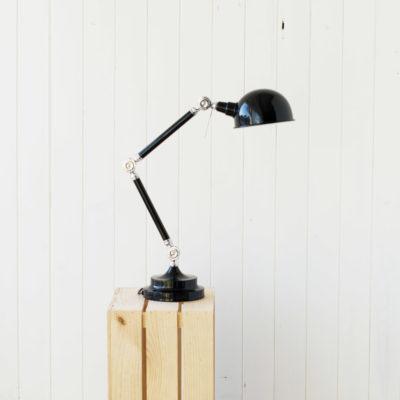 Amaya – flexo de estilo industrial en negro