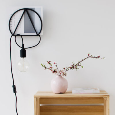 Revistero geométrico – hierro – diseño nórdico – industrial – metal – organizar el salón – organizar los cables – rack magazine – house doctor – Liderlamp – ilumina tus sueños
