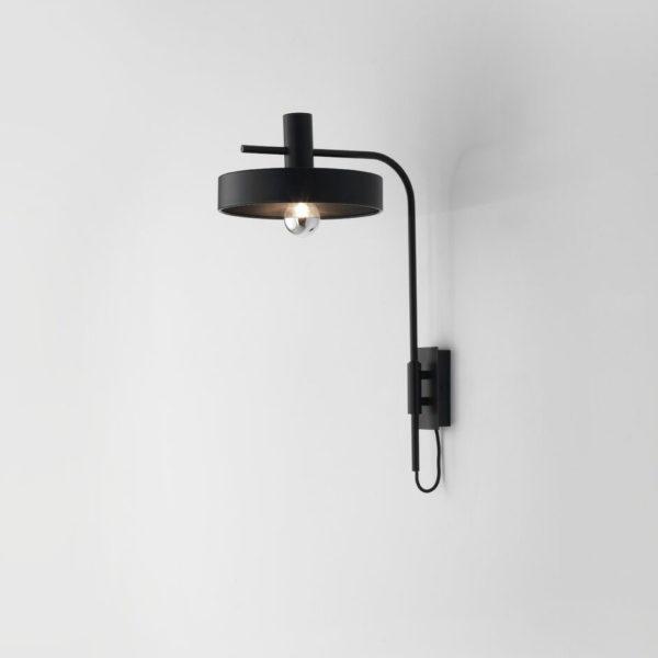 Aplique Aloa – estilo mid century – industrial – negro y dorado (3)