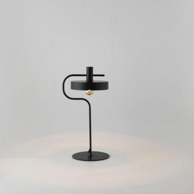 Sobremesa Aloa - estilo mid century - industrial - negro y dorado
