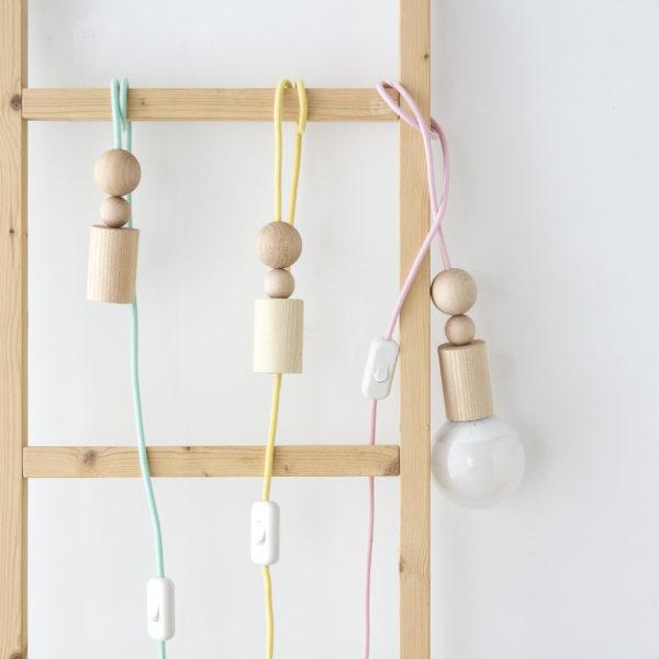 Cable colgante – madera – cable de colores – bombilla – Liderlamp (3)