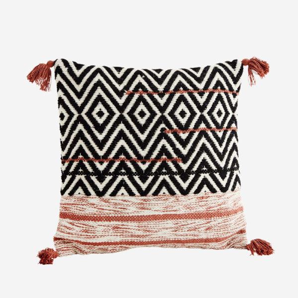 Cojin etnico con borlas – Madam Slotz – decoracion textil (2)