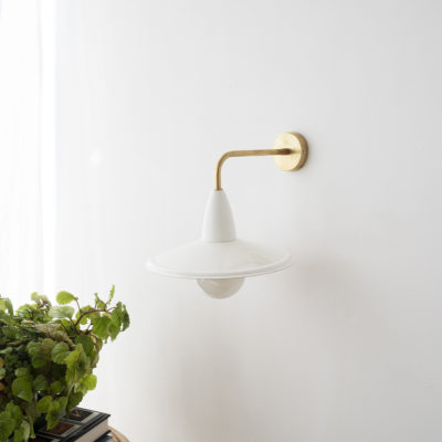 Aplique Capuchino - New Mid Century - blanco y laton - Liderlamp (2)