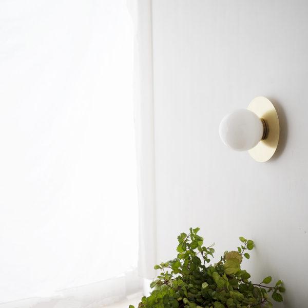 Aplique Anita 12 – estilo Mid Century – laton – tulipa de cristal – Liderlamp (1)