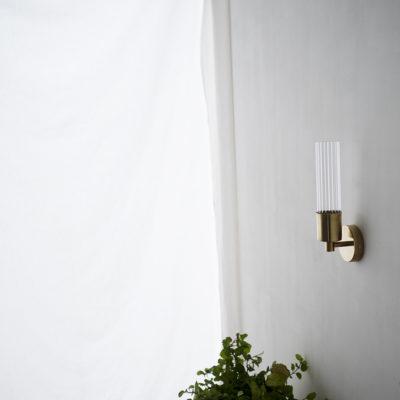 Aplique Lais - New Mid Century - latón y cristal estriado - iluminación pared
