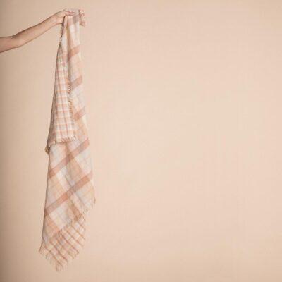 Pareo Freya - cuadros - agodon - toalla playa - lactancia - Olli Ella - Liderlamp (1)
