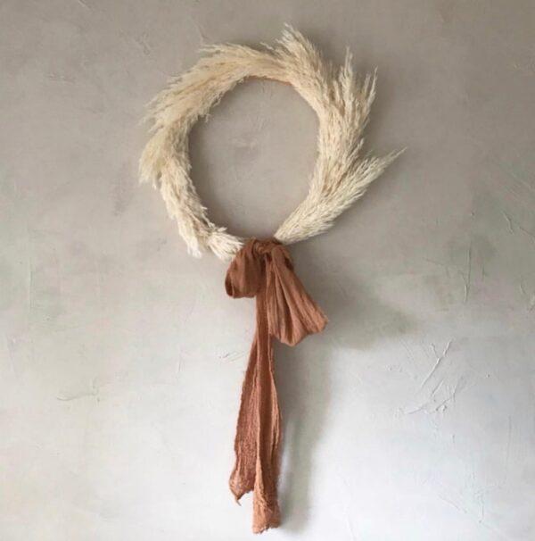 Corona - tabaco - deco pared -artesanal - Ila y Ela - plumero salvaje - Liderlamp