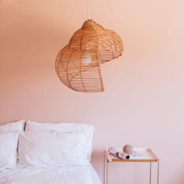 Colgante Oyster – ratan – caracola – estilo mediterraneo – Liv Interiors – Liderlamp