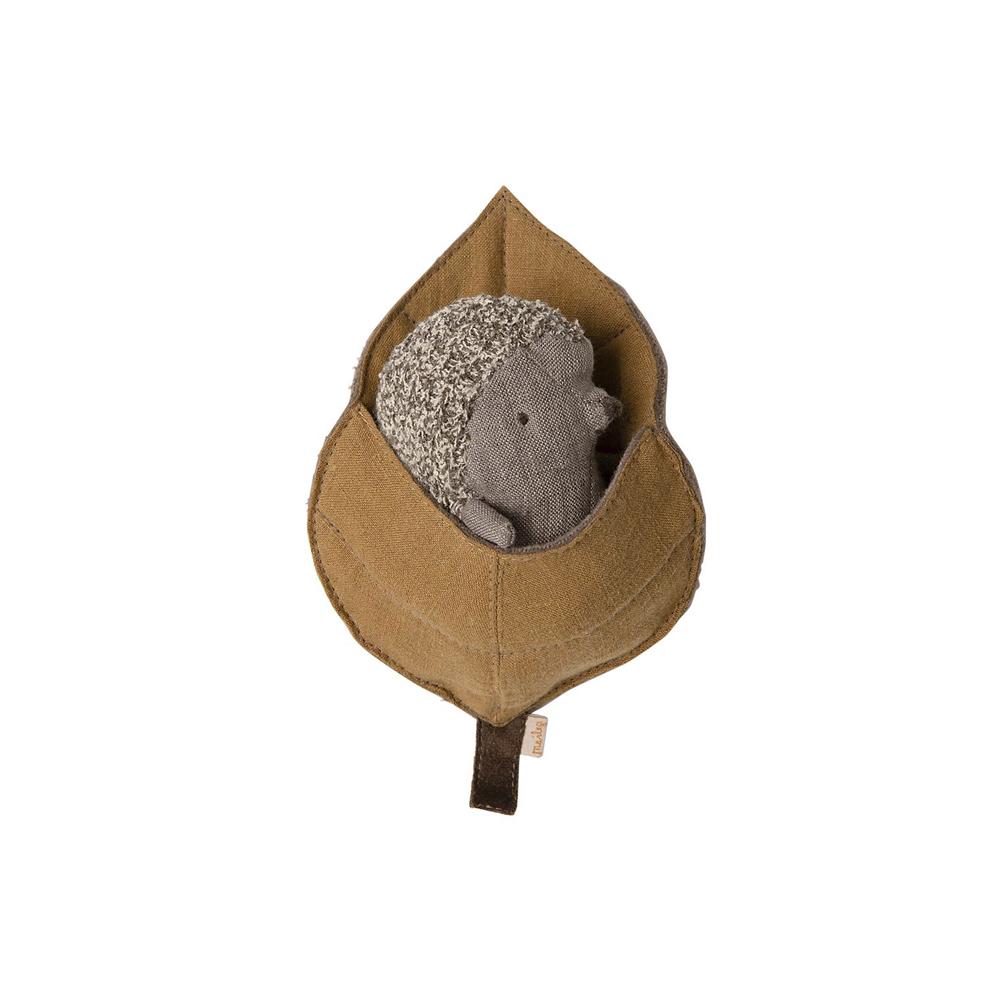 Erizo en hoja - Maileg - Maileg - juguetes tradicionales - peluches - Liderlamp (1)