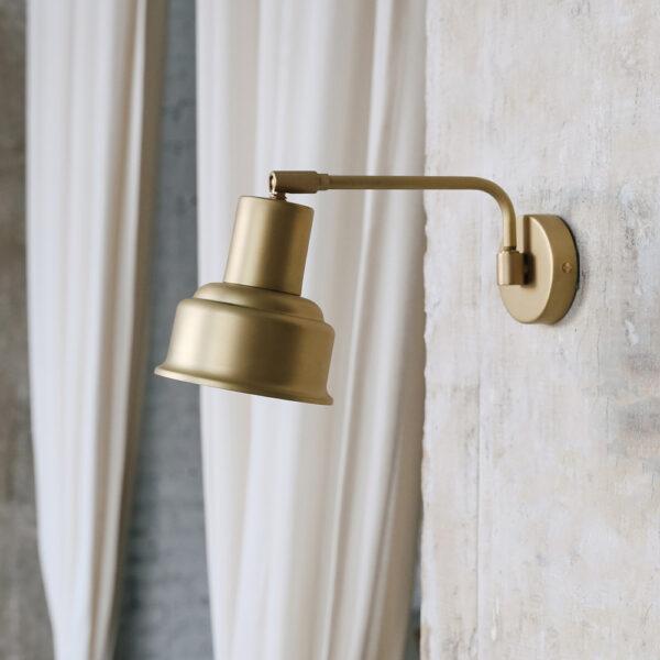 Aplique Doris – estilo industrial – brazo – articulado – laton pulido – Liderlamp