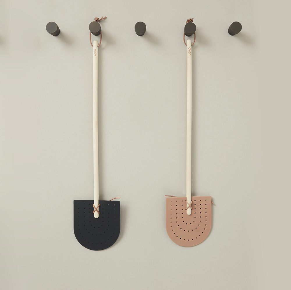 Matamoscas Negro - OYOY - limpieza natural - ecologico - Liderlamp (1)